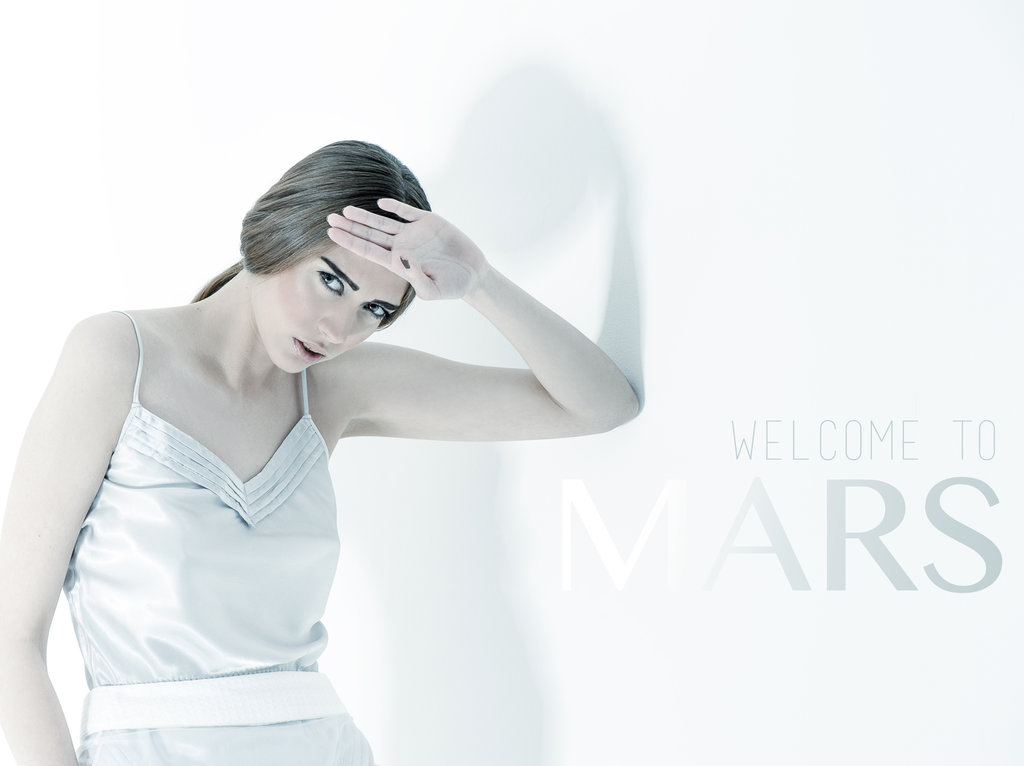 white-fashion-edytorial-welcome-to-mars-1.jpg